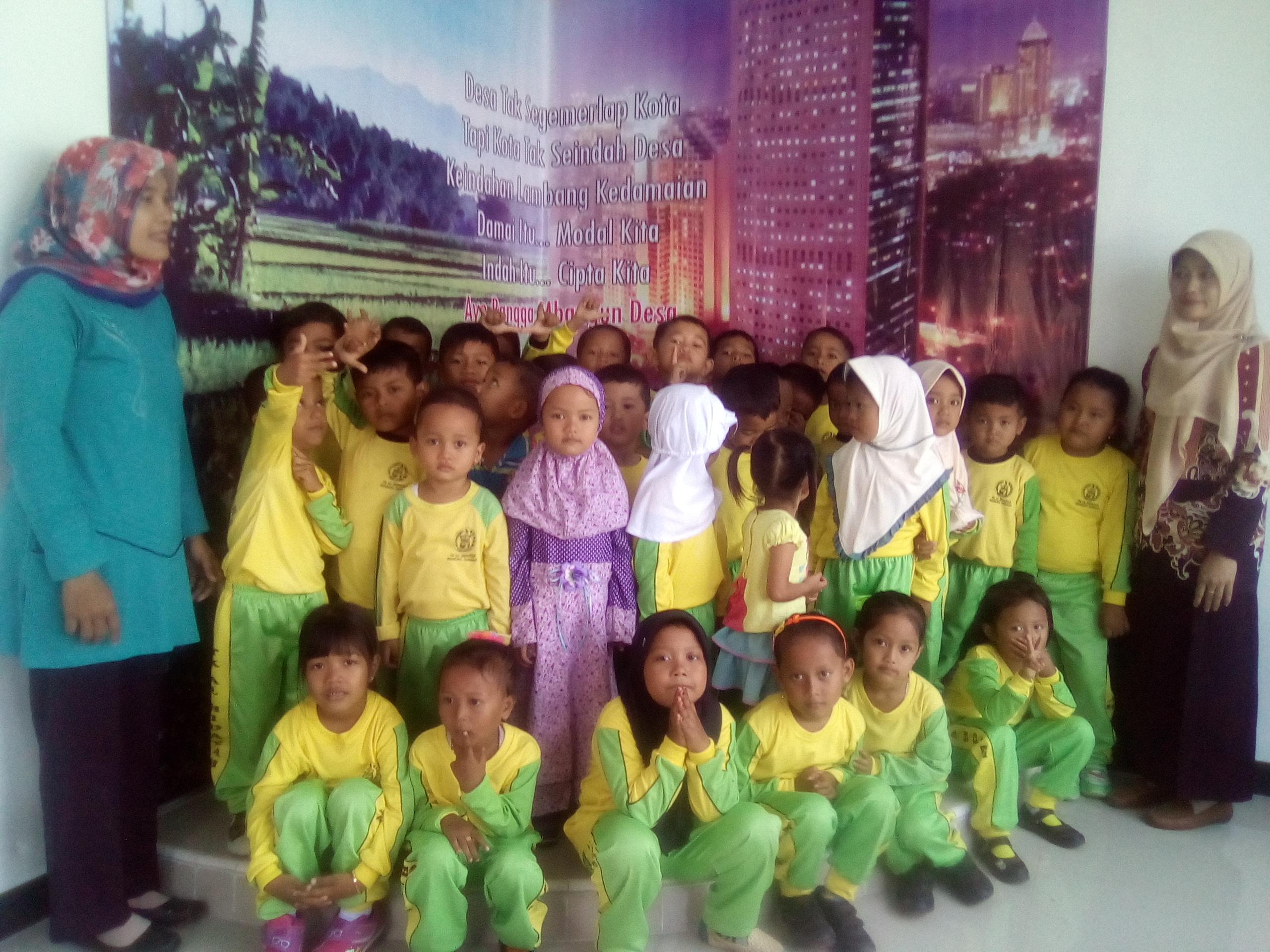 Kunjungan Siswa-Siswi TK Al Hidayah Sidamukti ke Balai Desa Sidamukti