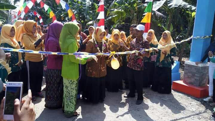 """Pencanangan Kampung KB """"Bunda Mulya"""" di RW 3 Gendiwungcagak, Sidamukti oleh Ibu Hj. Teti Rohatiningsih"""
